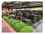 Meja dan kursi di Palmizio